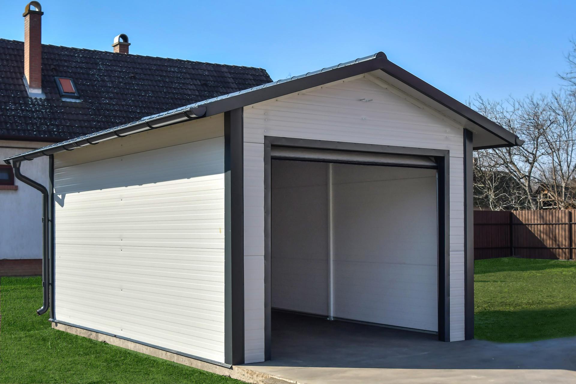 könnyűszerkezetes garázs fűvel